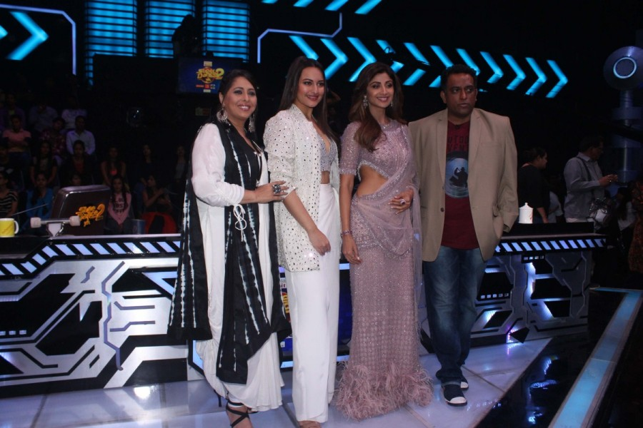 Sonakshi Sinha,actress Sonakshi Sinha,Shilpa Shetty Kundra,Geeta Kapoor,Anurag Basu,Welcome to New York,Welcome to New York promotion,Welcome to New York movie promotion