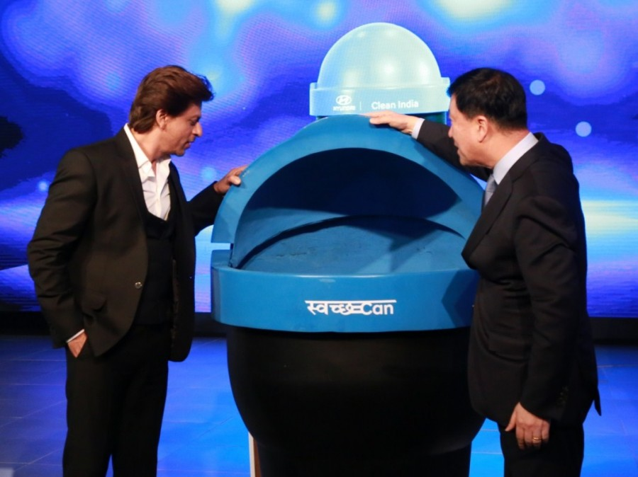 Shah Rukh Khan,actor Shah Rukh Khan,Swachh Can,Supporting Swachh Bharat Abhiyan,Hyundai cars,Auto Expo 2018,Auto Expo,Shah Rukh Khan at Auto Expo,SRK at Auto Expo