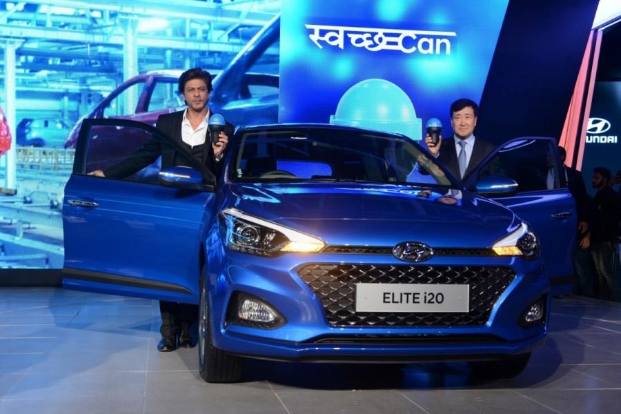 Shah Rukh Khan,actor Shah Rukh Khan,Swachh Can,Supporting Swachh Bharat Abhiyan,Hyundai cars,Auto Expo 2018,Auto Expo,Shah Rukh Khan at Auto Expo,SRK at Auto Expo
