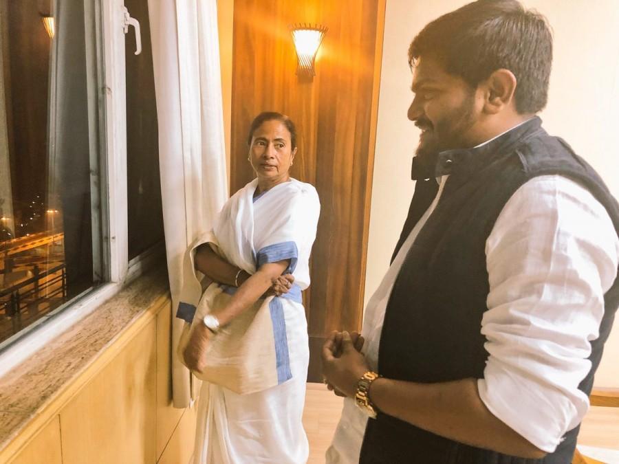 Hardik Patel meets Mamata Banerjee,Hardik Patel,Mamata Banerjee,Trinamool,West Bengal Chief Minister Mamata Banerjee,West Bengal CM Mamata Banerjee