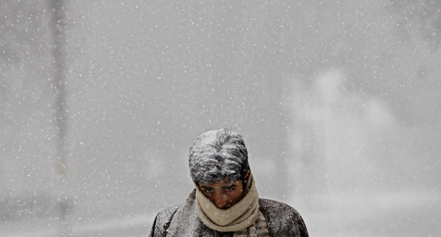 Kashmir,Kashmir snowfall,Kashmir snowfall pics,Kashmir snowfall images,Kashmir snowfall stills,Kashmir snowfall pictures,Kashmir snowfall photos