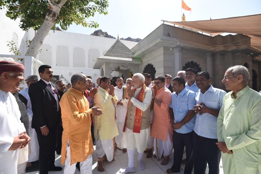 Narendra Modi,Narendra Modi at Shiva temple,Narendra Modi in Muscat,PM Narendra Modi