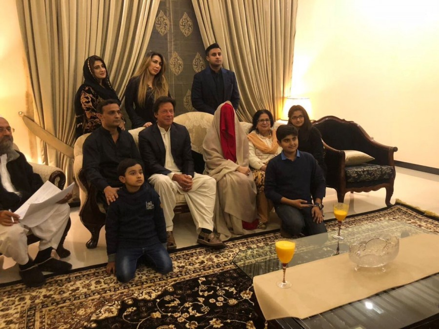 Imran Khan,Bushra Maneka,Imran Khan wedding,Imran Khan marriage,Imran Khan wedding pics,Imran Khan weds Bushra Maneka