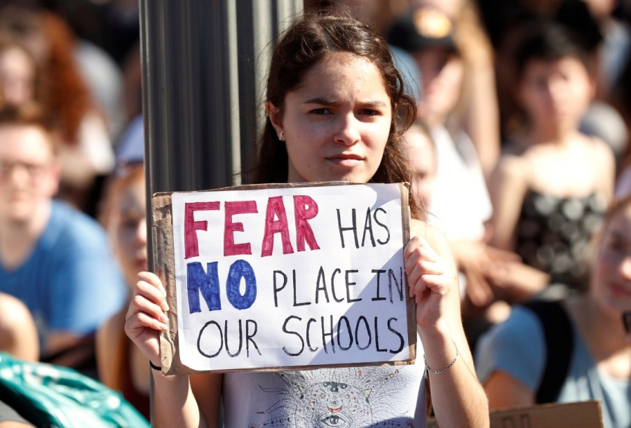 Florida shooting survivors,Donald Trump,US President Donald Trump,Marjory Stoneman Douglas High School,gun control push