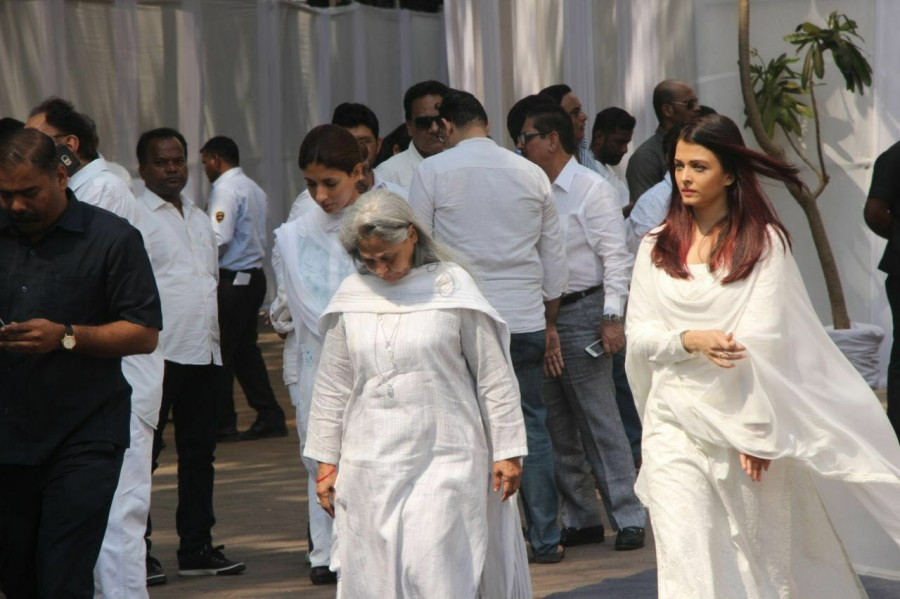 Kajol,Ajay Devgn,Madhuri Dixit,Jaya Bhaduri Bachchan,Celebration Sports Club,Sridevi funeral,Celebs at Sridevi funeral,Sridevi funeral pics,Sridevi funeral images