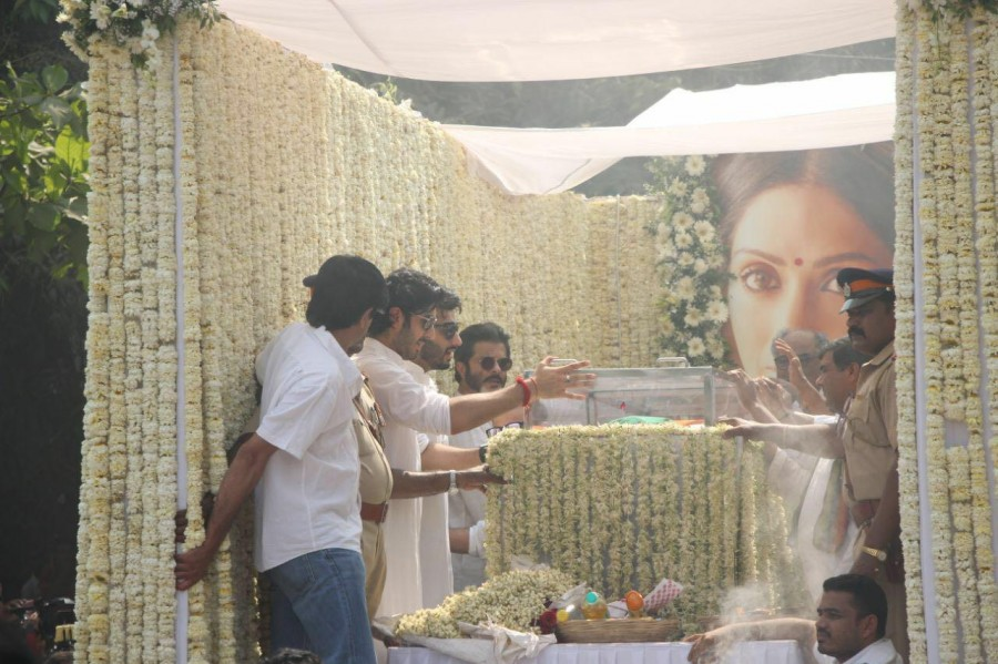 Sridevi last journey,Sridevi last journey pics,Sridevi last journey images,Sridevi,Chandni,sridevi funeral live,sridevi funeral