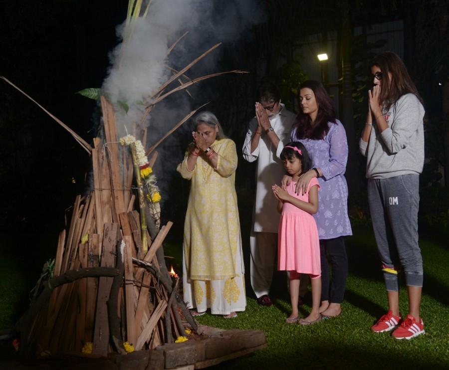 Amitabh Bachchan,Amitabh Bachchan celebrates Holi,Aishwarya,Aishwarya Rai Bachchan,Aaradhya bachchan,Aaradhya,Aishwarya celebrates holi,holi,holi festival