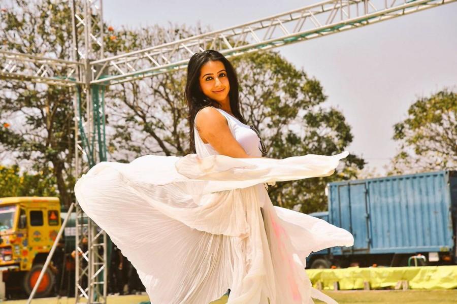 Sanjjjanaa Galrani,actress Sanjjjanaa Galrani,Sanjjjanaa Galrani pics,Sanjjjanaa Galrani images,Sanjjjanaa Galrani celebrates Holi,Holi celebration,Holi celebration pics,Holi celebration images