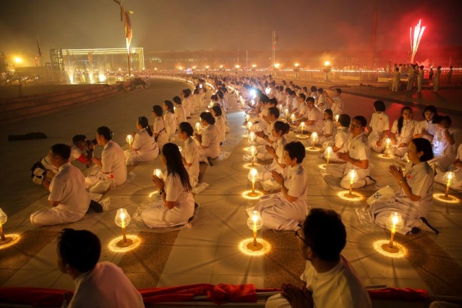 Makha Bucha Day,Makha Bucha Day in Thailand,Makha Bucha Day celebration,Makha Bucha Day pics,Makha Bucha Day images,Buddhist
