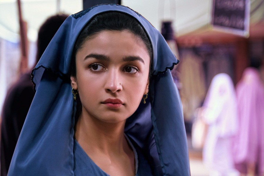 Raazi,Raazi first look,Raazi poster,Raazi movie poster,Alia Bhatt,actress Alia Bhatt,Alia Bhatt birthday,Alia Bhatt birthday celebration,Alia Bhatt 25th birthday