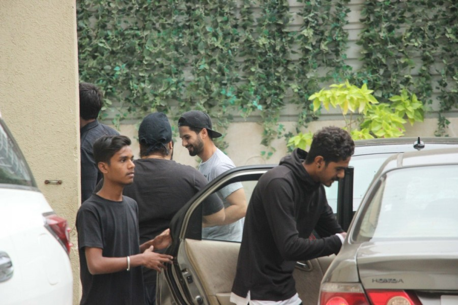 Deepika Padukone,Janhvi Kapoor,Shahid Kapoor,Deepika Padukone at gym,Janhvi Kapoor at gym,Shahid Kapoor at gym,celebs at gym,actress at gym