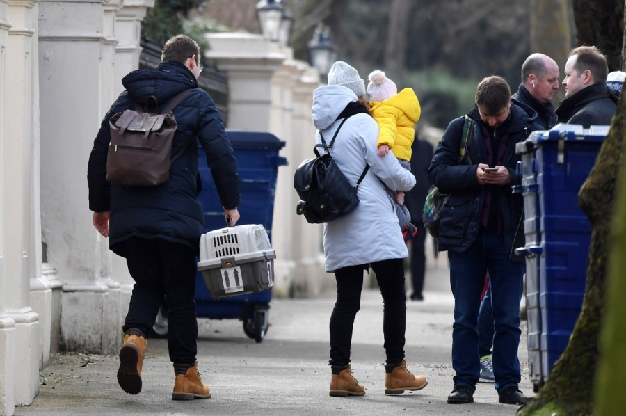 Russian embassy,Russian embassy in London,Buses leave Russian embassy,London expelled,Moscow