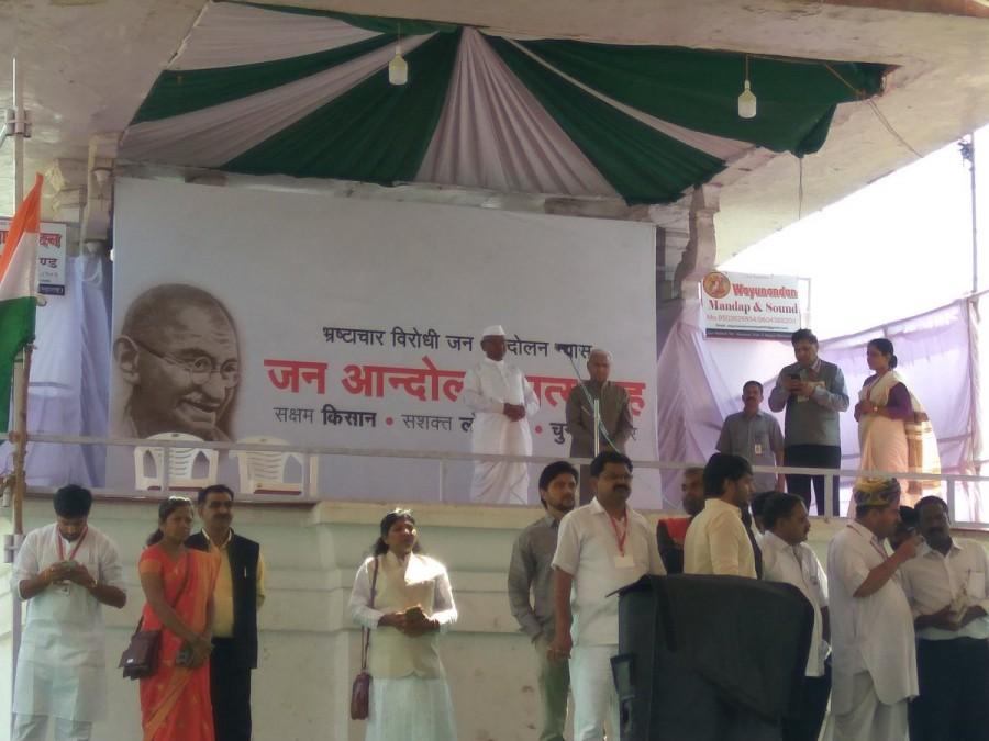 Anna Hazare,Anna Hazare begins hunger strike,Anna Hazare hunger strike,Anna Hazare hunger strike pics,Anna Hazare hunger strike images,Ram Lila Maidan