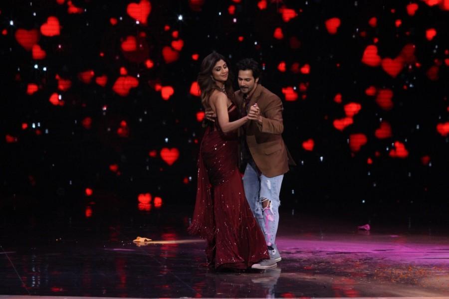 Super Dancer chapter 2,Varun Dhawan,Varun Dhawan and Shilpa Shetty,Varun Dhawan and Shilpa Shetty dance,Shilpa Shetty dance,October star Varun Dhawan,October