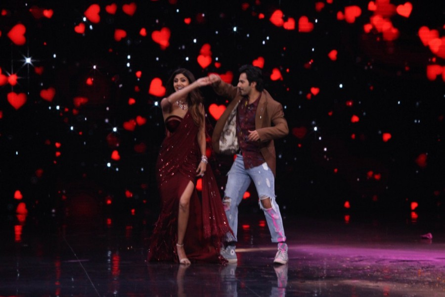Super Dancer chapter 2,Varun Dhawan,Varun Dhawan and Shilpa Shetty,Varun Dhawan and Shilpa Shetty dance,Shilpa Shetty dance,October star Varun Dhawan,October