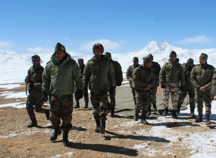 Army chief Gen Bipin Rawat,Gen Bipin Rawat,Lt Gen Bipin Rawat,Gen Bipin Rawat visits forward areas in Ladakh,Gen Bipin Rawat visits Ladakh,Army chief visits Ladakh