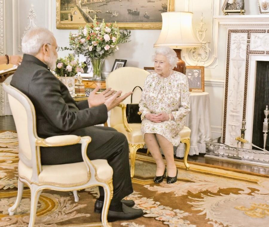 Narendra Modi,Prime Minister Narendra Modi,Modi meets Queen Elizabeth,Modi meets Queen Elizabeth II,Queen Elizabeth II,Britain's Queen Elizabeth