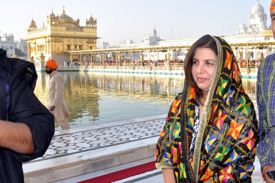 Farah Khan,director Farah Khan,Farah Khan at Golden Temple,Farah Khan visits Golden temple,Farah Khan pics,Farah Khan images