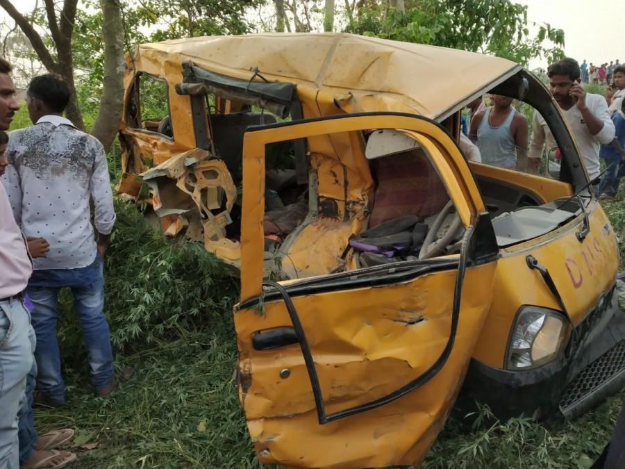 Kushinagar accident,Kushinagar bus accident,bus-train collision,bus-train collision in UP,School Van,School van accident