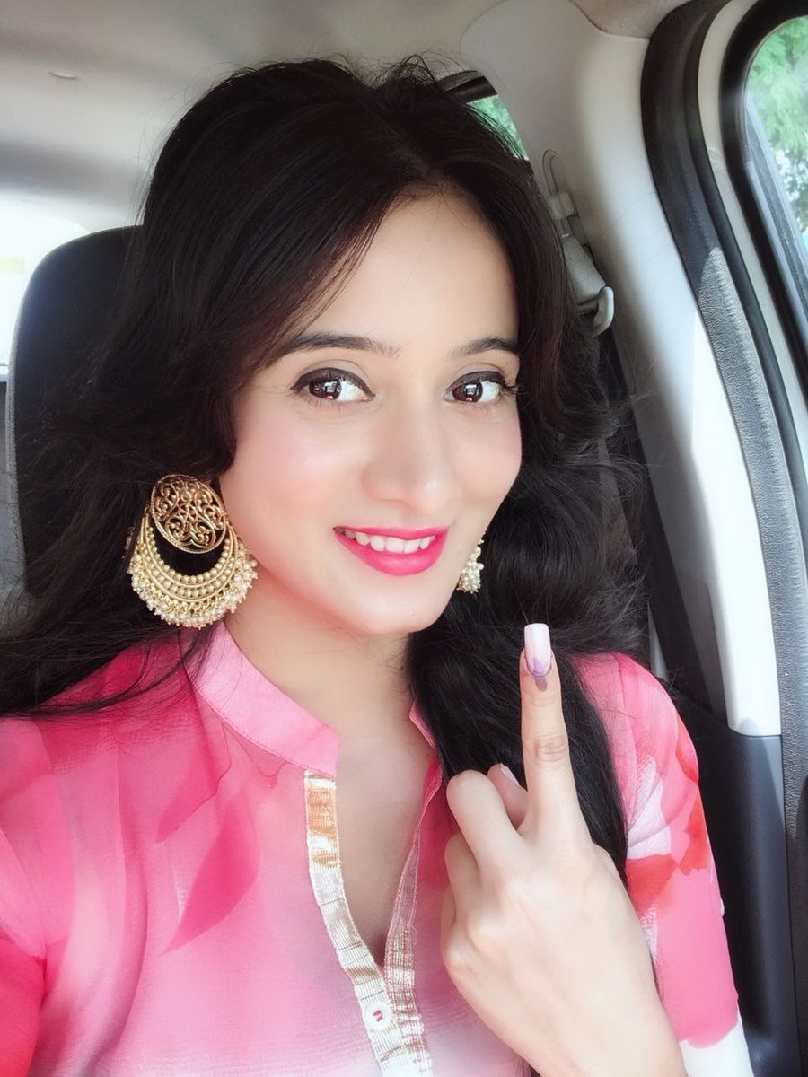 Harshika Poonacha,Pranitha Subhash,Rahul Dravid,Upendra,Ramesh,Srujan Lokesh,Karnataka Assembly Election 2018,Karnataka Assembly Election,celebs votes for Karnataka Assembly Election 2018,celebs votes for Karnataka Assembly Election