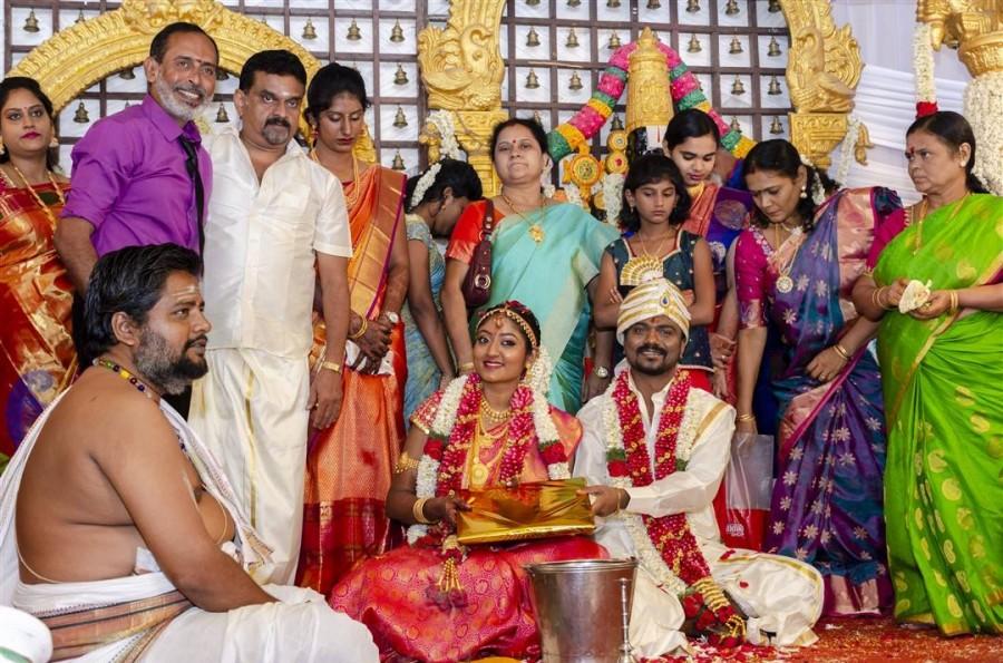 Rangoon director Rajkumar Periasamy,Rajkumar Periasamy,Rajkumar Periasamy wedding,Rajkumar Periasamy wedding pics,Rajkumar Periasamy wedding images,Rajkumar Periasamy wedding stills,Rajkumar Periasamy weds Jaswini