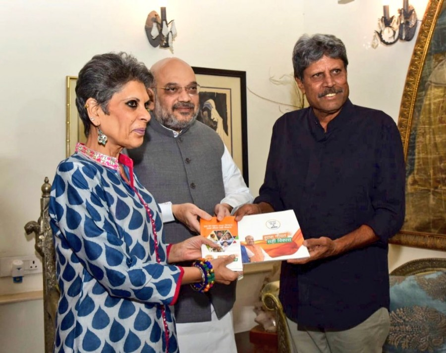 BJP President Amit Shah,Amit Shah,Amit Shah meets Kapil Dev,Kapil Dev,former Indian cricket team captain Kapil Dev,Sampark Se Samarthan,BJP