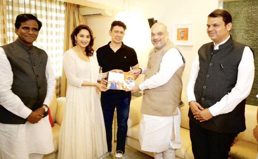 Amit Shah,BJP President Amit Shah,Amit shah bjp,president Amit Shah,Amit Shah meets Madhuri Dixit,Madhuri Dixit,Sampark for Samarthan