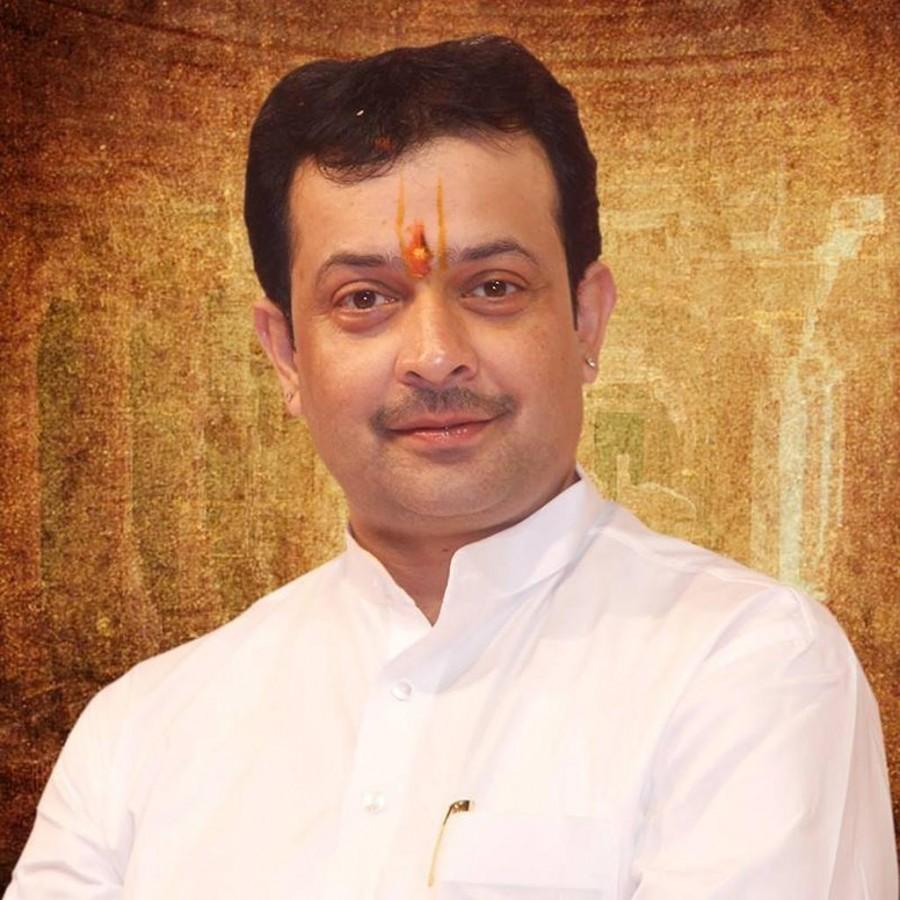 Bhaiyyuji Maharaj,bhaiyyuji maharaj kills self,bhaiyyuji maharaj dead,bhaiyyuji maharaj death,bhaiyyuji maharaj shoots self,Spiritual leader Bhaiyyuji Maharaj