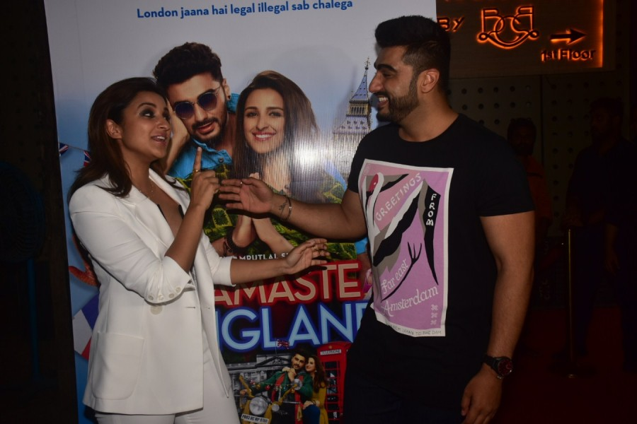 Arjun Kapoor,Parineeti Chopra,Vipul Amrutlal,Namaste England,Namaste England wrap-up party,Namaste England wrap-up party pics,Namaste England wrap-up party images,Namaste England wrap-up party stills,Namaste England wrap-up party pictures,Namaste England
