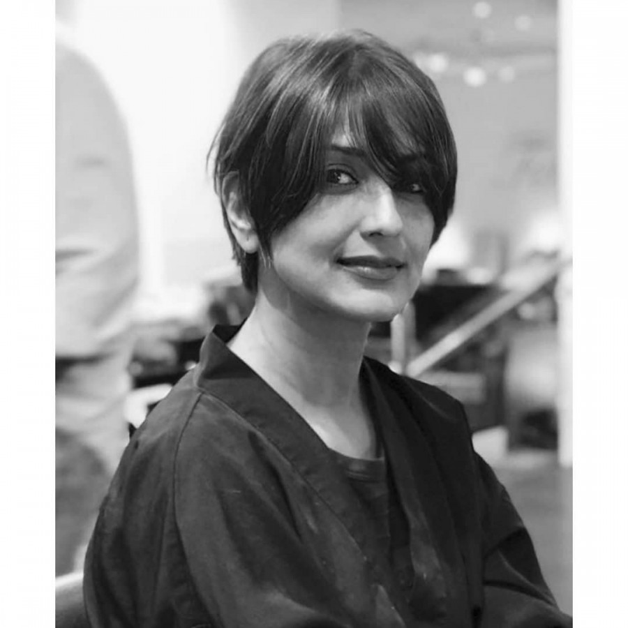 Sonali Bendre,sonali bendre cancer,Sonali Bendre hair cut pics,Sonali Bendre hair cut images,Sonali Bendre hair cut pictures,Sonali Bendre hair cut photos,Sonali Bendre cancer treatment,Sonali Bendre cancer reached last stage