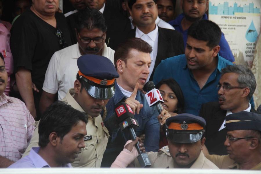 Aditya pancholi,mumbai police,arrested,sooraj pancholi,nightclub,Mumbai pub,photos,bandra  court