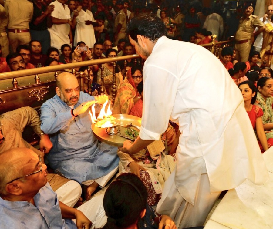 Amit Shah,Amit Shah at Jagannath temple,Jagannath temple,Ahmedabad,Bharatiya Janata Party,BJP president