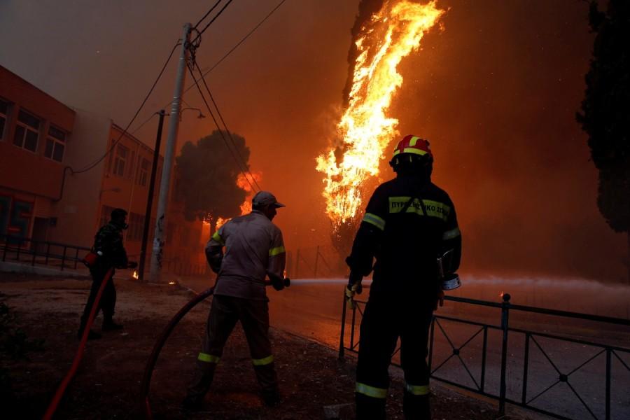 Athens wildfire,Athens fire,Athens wildfire pics,Athens wildfire images,Greek capital,Orange smoke,Wildfire rages near Athens