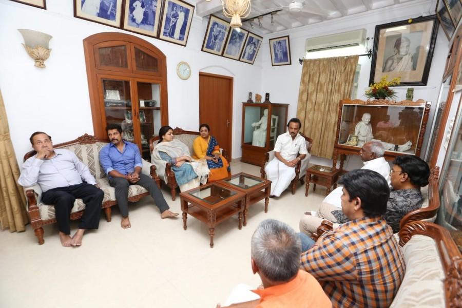 Bhagyaraj,Vikram, Khushbu,DMK chief Karunanidhi,Karunanidhi,M Karunanidhi,karunanidhi health
