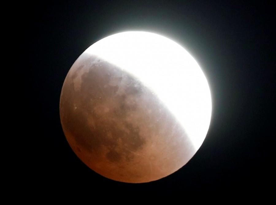 Blood moon 2018,Blood moon,Super Blue Blood Moon 2018,Lunar eclipse,Lunar eclipse pics,Lunar eclipse images,Blood moon pics,Blood moon images,Blood moon stills,Blood moon pictures,Blood moon photos