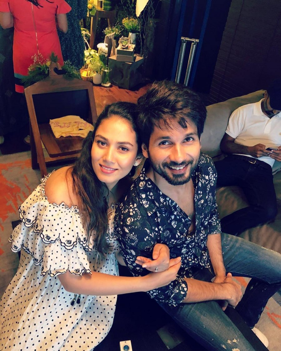 Mira Rajput,Mira Rajput and Shahid Kapoor,Shahid Kapoor,Mira Rajput hugs Shahid Kapoor,Mira Rajput and Shahid Kapoor pics,Mira Rajput and Shahid Kapoor images,Mira Rajput and Shahid Kapoor stills,Mira Rajput and Shahid Kapoor pictures,Mira Rajput and Shah