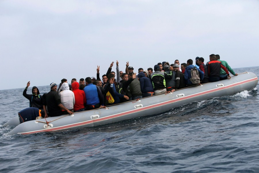 Boat full of migrants,Spanish beach,migrants on Spanish beach,30 illegal migrants