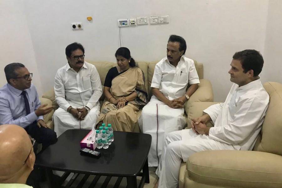 Rahul Gandhi,Rahul Gandhi visits Karunanidhi,Karunanidhi,DMK chief Karunanidhi,Kalaignar Karunanidhi,karunanidhi health,Karunanidhi Hospitalised,Karunanidhi admitted to hospital