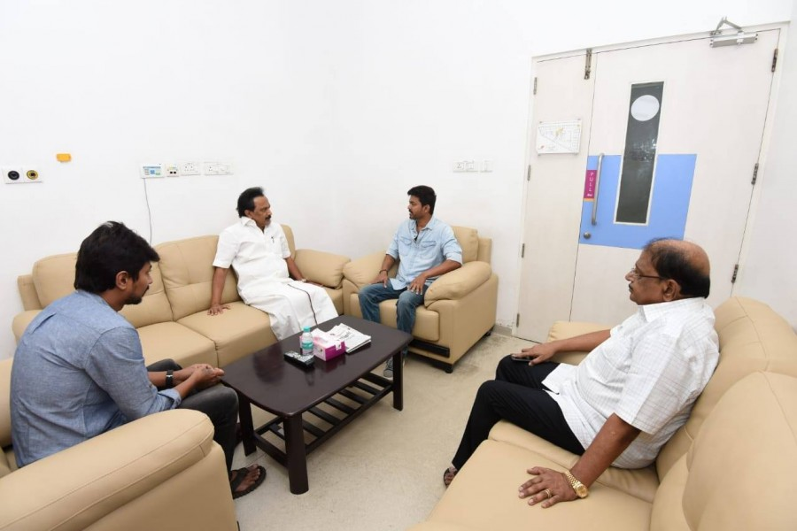 Vijay,Ilayathalapathy Vijay,Vijay meets Karunanidhi,Vijay visits Karunanidhi,Vijay meets MK Stalin,Vijay at Kauvery hospital,Thala Ajith,Ajith at Kauvery hospital,Ajith meets Karunanidhi