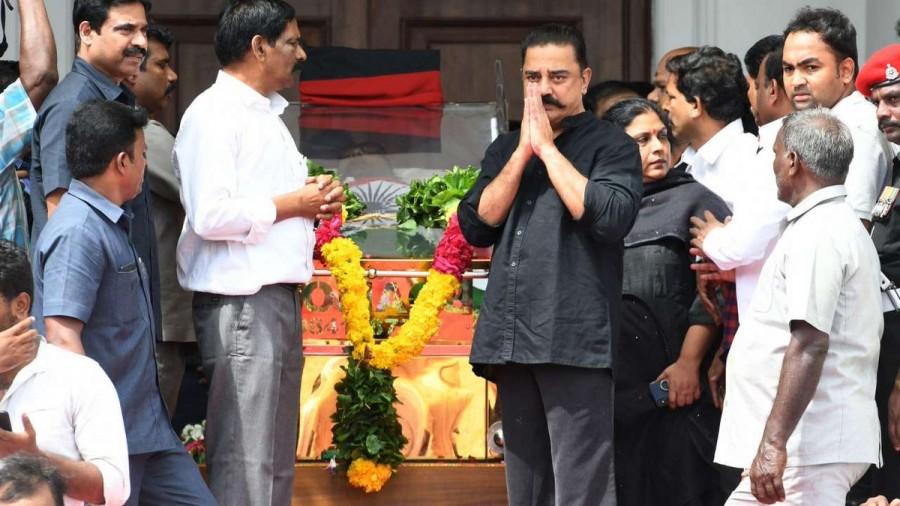 Ajith,Rajinikanth,Suriya,Dhanush,Sivakarthikeyan,Karunanidhi,DMK chief Karunanidhi,Karunanidhi dead,Karunanidhi passes away,celebs pays respect to Karunanidhi,Rajaji Hall