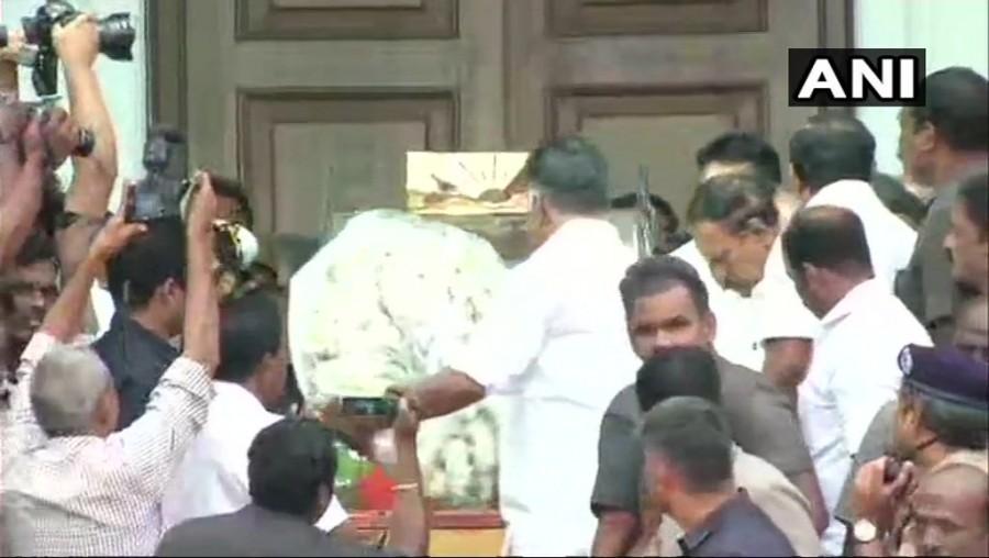 Karunanidhi passes away,DMK chief Karunanidhi,Karunanidhi dead,DMK chief,CM K Palaniswami,CM Palaniswami,Panneerselvam