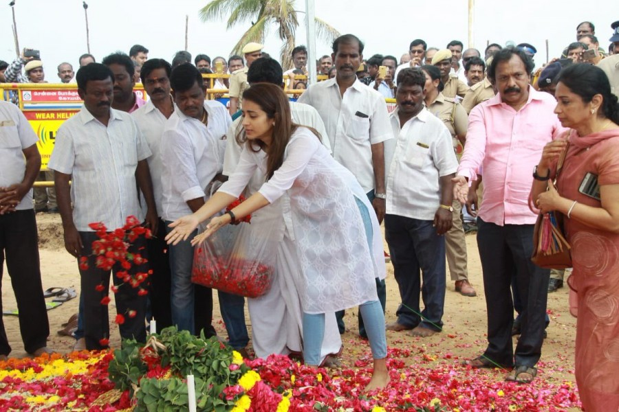 Karunanidhi,kalaingar Karunanidhi,kalaingar Karunanidhi memorial,Karunanidhi memorial,Celebs at Karunanidhi memorial,Trisha at Karunanidhi memorial,Trisha,trisha krishnan,Trisha with her mom,Trisha new pics,Trisha new images,Trisha new stills,Trisha new p