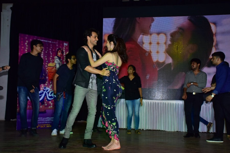 Aayush Sharma and Warina Hussain,Aayush Sharma,Warina Hussain,Salman Khan,Loveratri,Loveratri promotion,Loveratri promotion pics,Loveratri promotion images,Loveratri promotion stills,Loveratri promotion pictures,Loveratri promotion photos