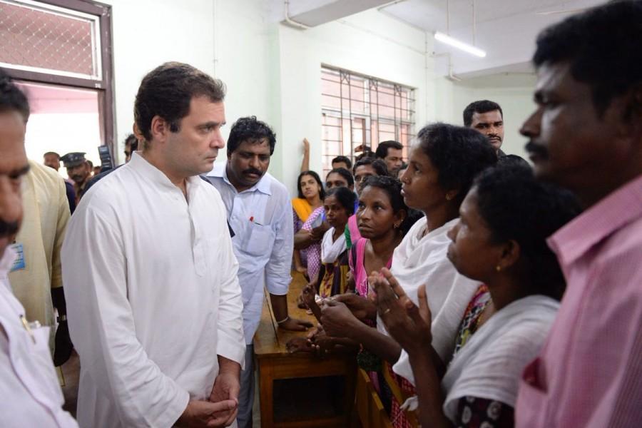 Kerala floods,Rahul Gandhi,Rahul Gandhi in Kerala,Rahul Gandhi meets affected families,Rahul Gandhi at Engineering College,Rahul Gandhi at Relief Camp,Kerala rain