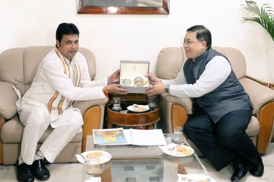 Chutintorn Gongsakdi,Chutintorn Gongsakdi meets Biplab Deb,Biplab Deb,CM Biplab Deb,Tripura CM Biplab Deb