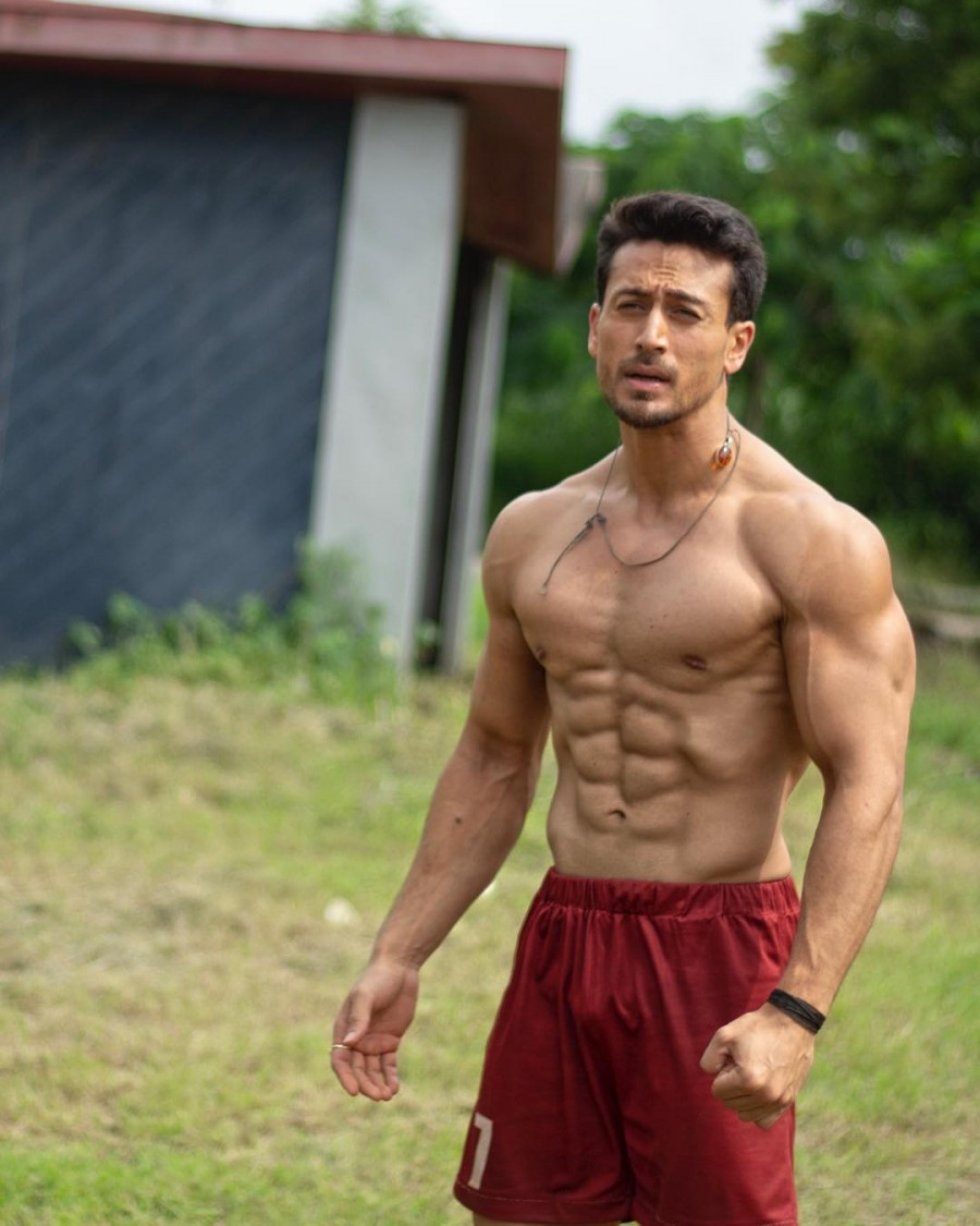 Tiger Shroff,Tiger Shroff abs,Tiger Shroff chiselled body,Student Of The Year 2 climax,Student Of The Year 2,SOTY 2,SOTY 2 climax