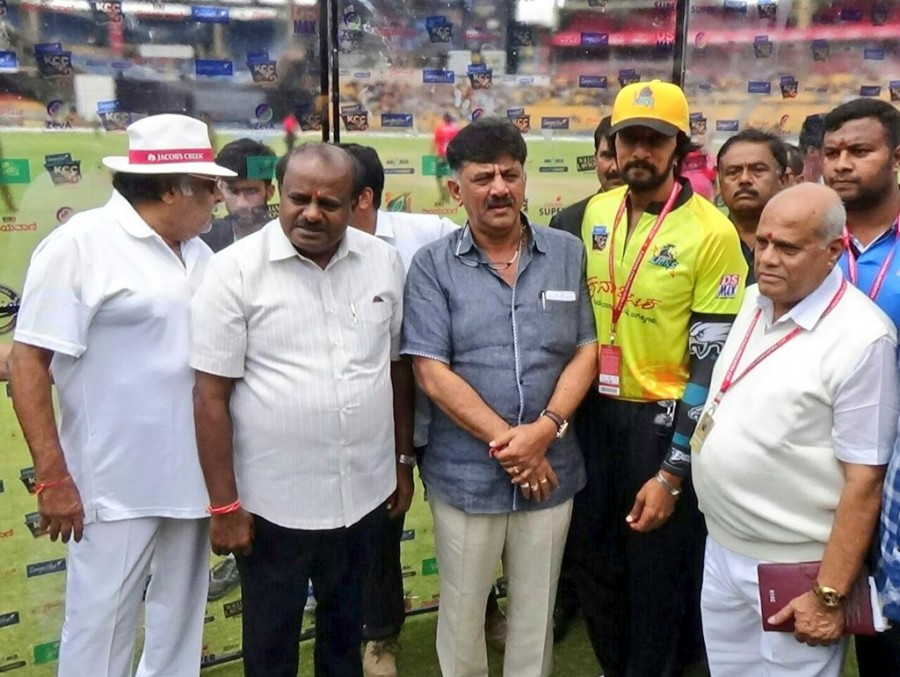 Karnataka Chalanachitra Cup,Karnataka Chalanachitra Cup launch,KCC,kcc cricket league,KCC launch,Kumaraswamy,DK Shivakumar,Ambareesh,Sudeep