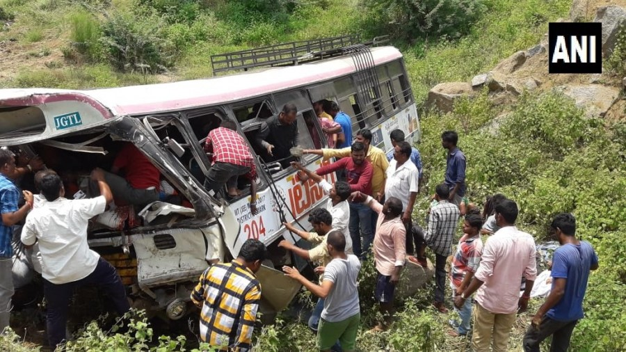 Kondagattu accident,Kondagattu bus accident,Telangana bus accident,TSRTC bus falls,TSRTC bus accident,Jagitial district