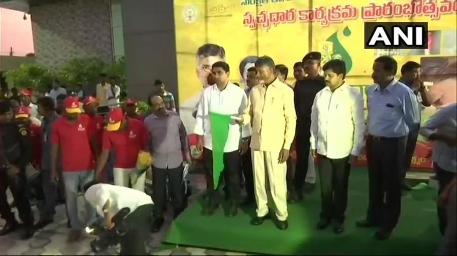 Chandrababu Naidu,CM Chandrababu Naidu,Swacch Dhara,Chandrababu Naidu flags off 'Swacch Dhara'