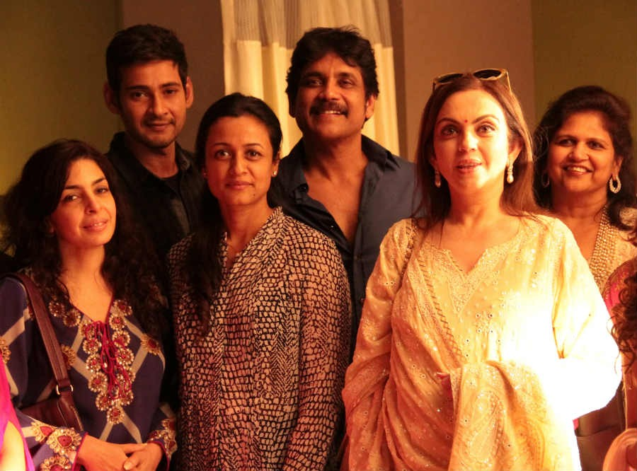 Nita Ambani is seen with Mahesh Babu, Namrata and Nagarjuna